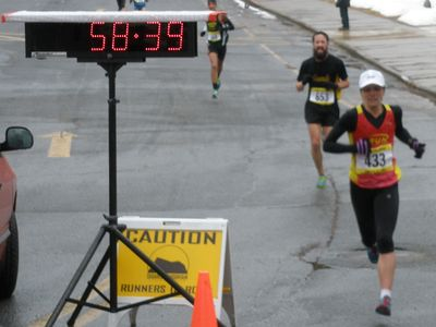 Stephanie Reilly (TEAM RUN) won the 39th Annual Jones Group Realtors 10 Mile Road Race in Amherst, MA.